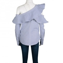 قميص سيلف بورتريه أزرق وأبيض مخطط بكشكشة أوف شولدر غير متساوي M