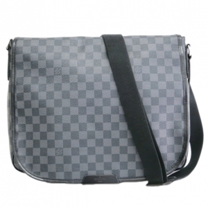 Louis Vuitton Damier Graphite Daniel Messenger Bag GM