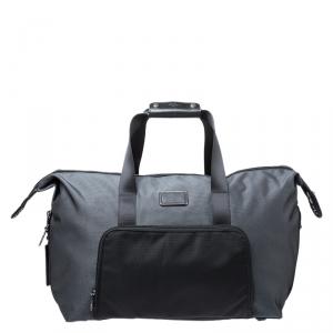 حقيبة تومي Alpha 2 Double Expansion Travel Duffel نايلون سوداء/ رمادية