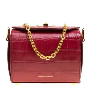 حقيبة كتف أليكاسندر ماكوين صندوقية جلد نقش تمساح حمراء