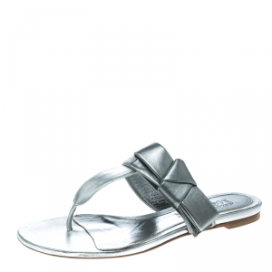 Alexander McQueen Metallic Silver Leather Flat Thong Sandals Size 38.5