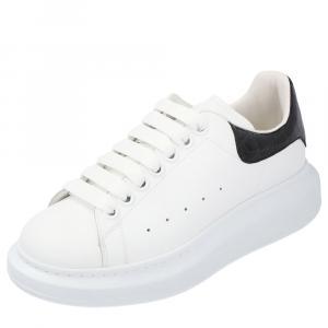 حذاء رياضي إم سي كيو أبيض واسع مقاس 35.5