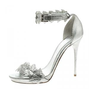 Alexander McQueen Metallic Silver Textured Leather Ivy Leaf Embellished Open Toe Sandals Size 38.5