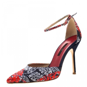 Carolina Herrera Blue Floral Printed Satin Pointed Toe Ankle Strap Sandals Size 38 - used