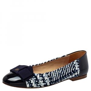 حذاء فلات باليه كارولينا هيريرا جلد لامع وتويد أبيض/ أزرق مقاس 40