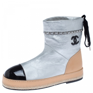 Chanel Metallic Silver Leather CC Cap Toe Ankle Boots Size 40.5