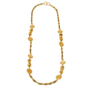 قلادة شانيل طويلة ميدالية مزينة شعار الماركة معدن ذهبي اللون
