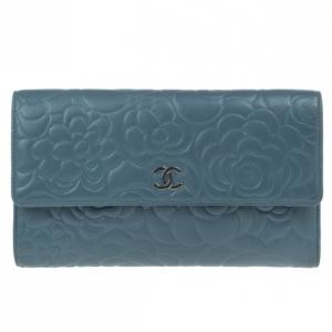 محفظة شانيل كاميليا جلد خروف أزرق قلاب