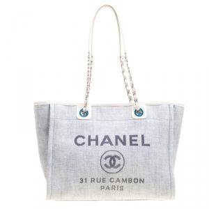 حقيبة يد شانيل دوفيل متوسطة رافيا قش مغزول رمادية