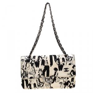 حقيبة شانيل قلاب مزدوج كلاسيكية إصدار محدود كارل لاغفلد كانفاس سكتش سوداء/ بيضاء