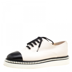 Chanel Monochrome Leather Faux Pearl Embellished CC Cap Toe Oxfords Size 39