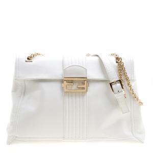 حقيبة كتف فندي ماكسي باغيت جلد أبيض بقلاب