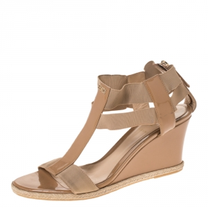 Fendi Beige Patent Leather And Elastic T-Strap Wedge Espadrille Sandals Size 39 - used