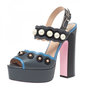 Fendi Grey Leather Pearl Studded Platform Ankle Strap Sandals Size 39 - used