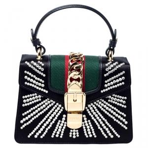 حقيبة يد علوية غوتشي سيلفي بسلسلة ويب ميني جلد وساتان مزخرفة كريستال سوداء