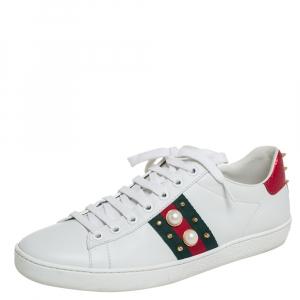حذاء رياضي غوتشي منخفض من أعلى مرصع مزخرف لؤلر صناعي أيس جلد أبيض مقاس 39