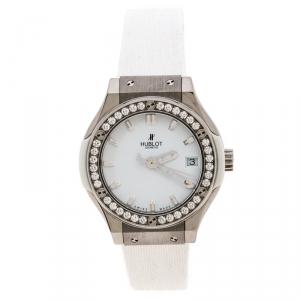 ساعة يد نسائية هوبلو كلاسيك فيوجن ستانلس ستيل وتايتانيوم بيضاء 33مم