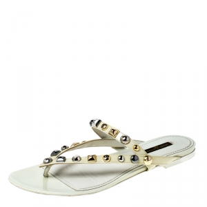 Louis Vuitton Cream Patent Leather Studded Thong Sandals Size 38 - used