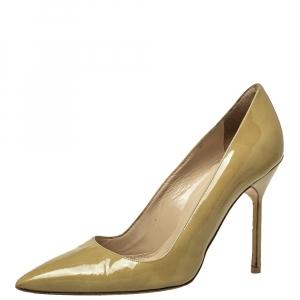حذاء كعب عالي مانولو بلانيك مزين بي بي مقدمة مدببة جلد لامع بيج مقاس 36.5