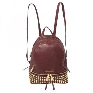 حقيبة ظهر مايكل كورس ريا جلد مرصع عنابي صغيرة