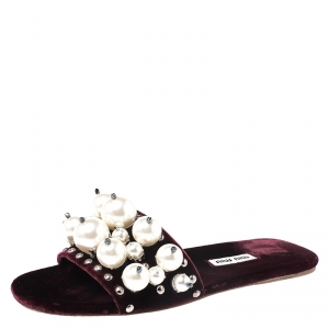 Miu Miu Burgundy Velvet Faux Pearl Embellished Flat Sandals Size 35.5 - used