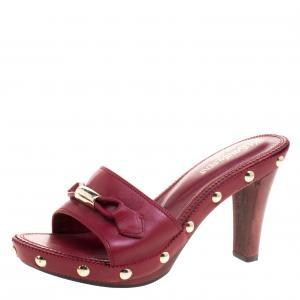 حذاء سلايدز سان لوران باريس مزخرف مرصع جلد أحمر مقاس 38