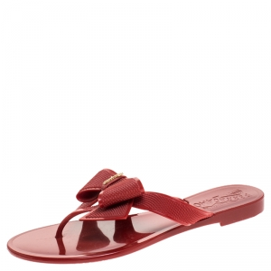 Salvatore Ferragamo Red Rubber Bali Thong Sandals Size 35.5 - used
