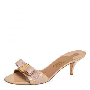 Salvatore Ferragamo Beige Patent Leather Vara Bow Slide Sandals Size 40.5 - used