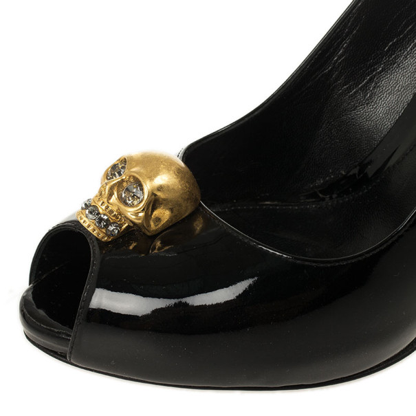 Alexander McQueen Black Patent Leather Skull Detail Peep Toe Pumps Size 39.5