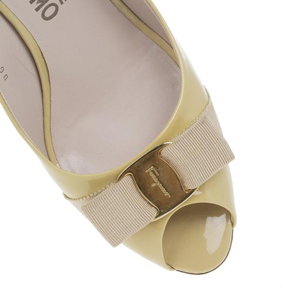 Salvatore Ferragamo Nude Patent Vara Bow Peep Toe Pumps Size 39