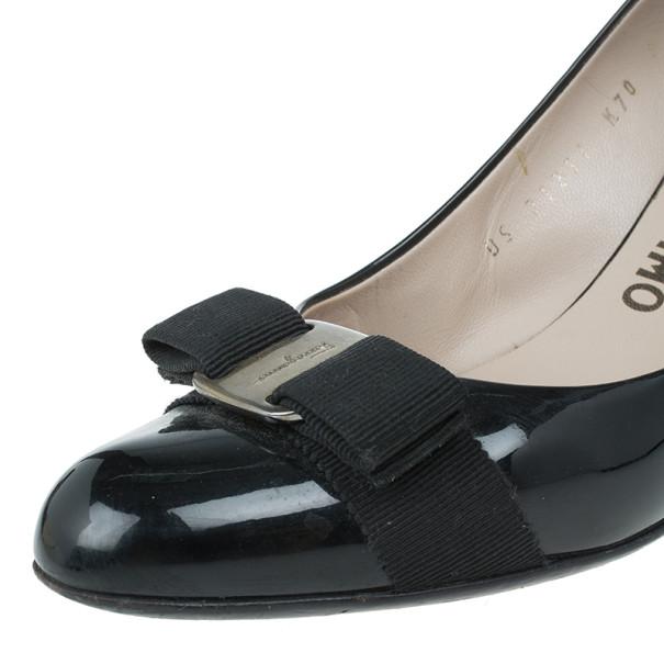 Salvatore Ferragamo Black Patent Flo Vara Bow Wedge Pumps Size 39