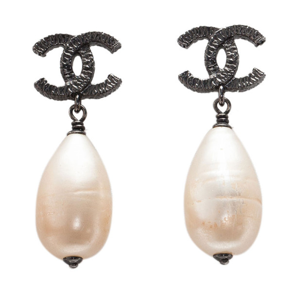 Chanel CC Drop Pearl Black Metal Earrings