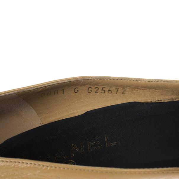 Chanel Cap Toe Leather Pumps Size 40.5