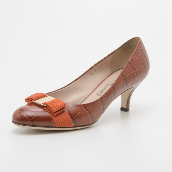 Salvatore Ferragamo Dark Peach Croc Embossed Vara Bow Pumps Size 39
