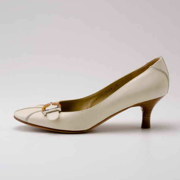 Salvatore Ferragamo Cream Leather Buckle Pumps Size 38.5