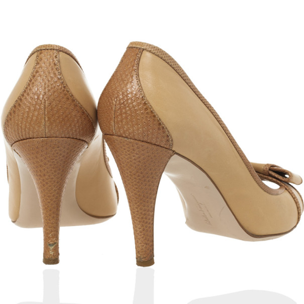 Salvatore Ferragamo Beige Lizard Trim Peep Toe Pumps Size 39.5
