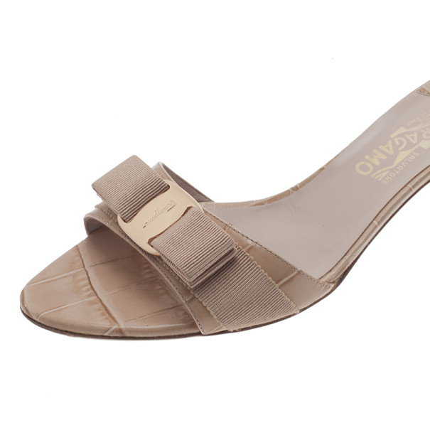 Salvatore Ferragamo Beige Croc Embossed Glory Bow Slides Size 40
