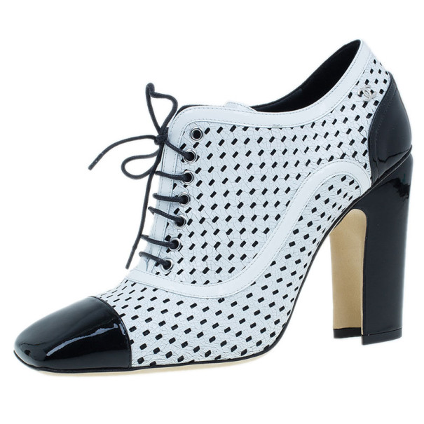 Chanel Black and White Patent Leather Oxford Pumps Size 38