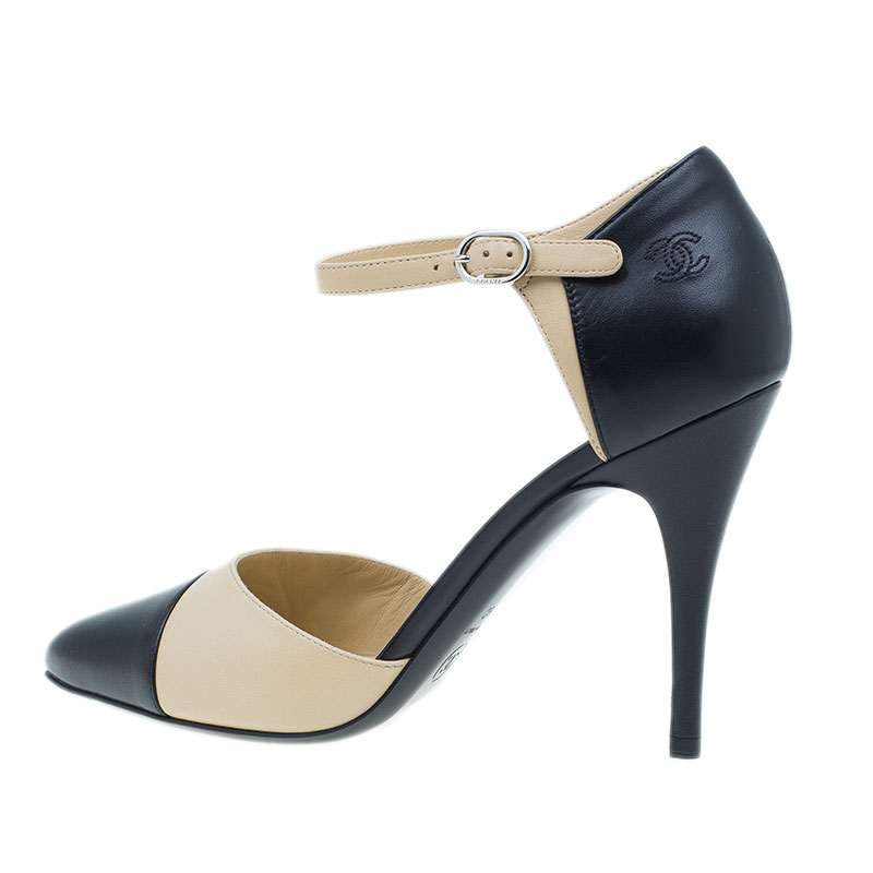Chanel Beige and Black Leather Strappy Sandals Size 39.5