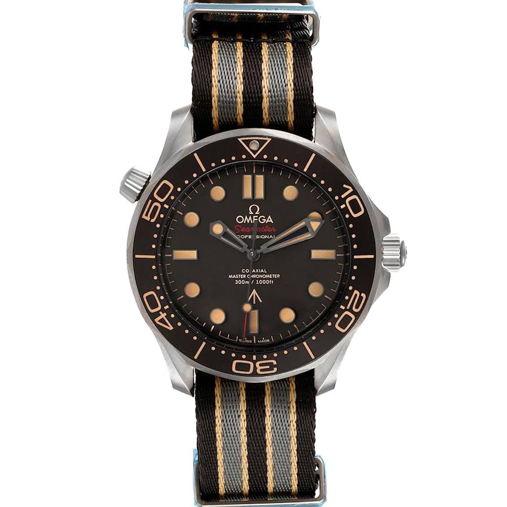 Pre-owned Omega Black Titanium Seamaster 300m 007 Edition 210.92.42.20.01.001 Men's Wristwatch 42 Mm