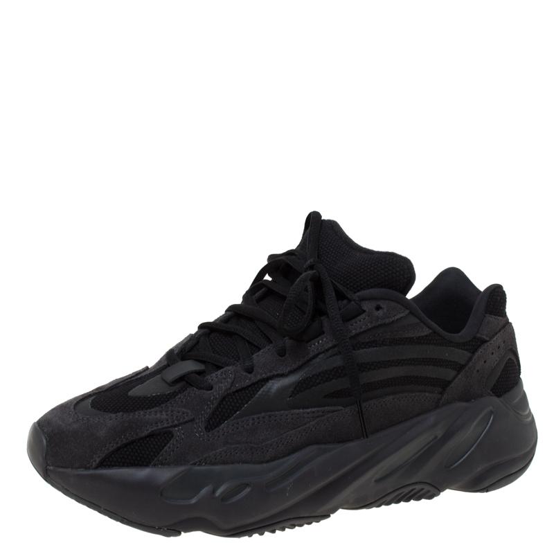 Suede Boost 700 V2 Vanta Sneakers