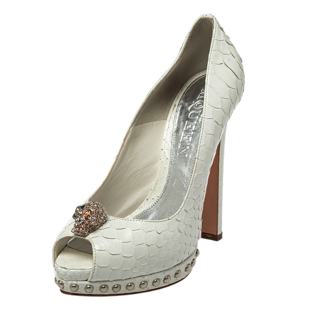 Pre-owned Alexander Mcqueen Python Skull Studded Peep Toe Platform Pumps Size 38 In White