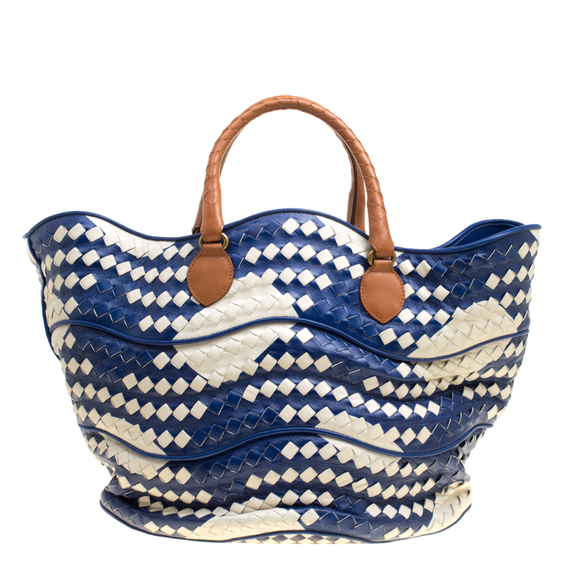 3d04d1bfacf3 ... Bottega Veneta Blue White Intrecciato Leather Bucket Bag. nextprev.  prevnext