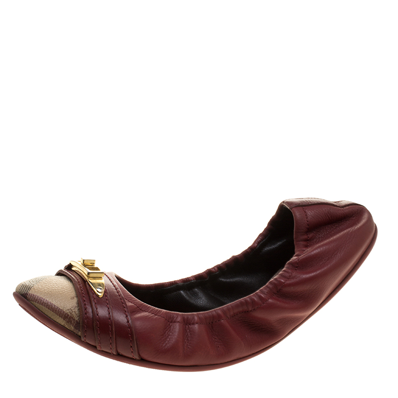 96f15c43f5f Buy Burberry Red Leather and Nova Check PVC Drayton Twistlock Ballet Flats  Size 39 131819 at best price