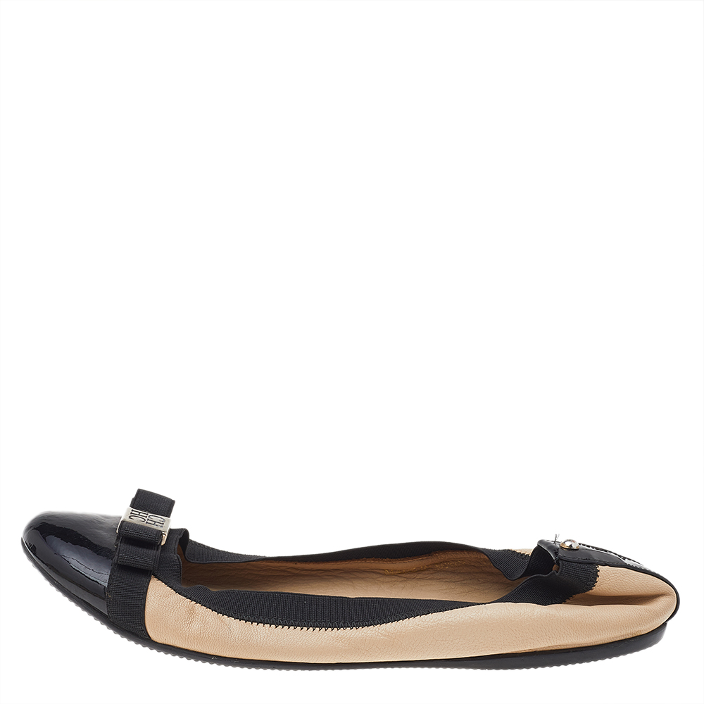 Carolina Herrera Beige/Black Leather And Patent Leather Bow Scrunch Ballet Flats Size 38