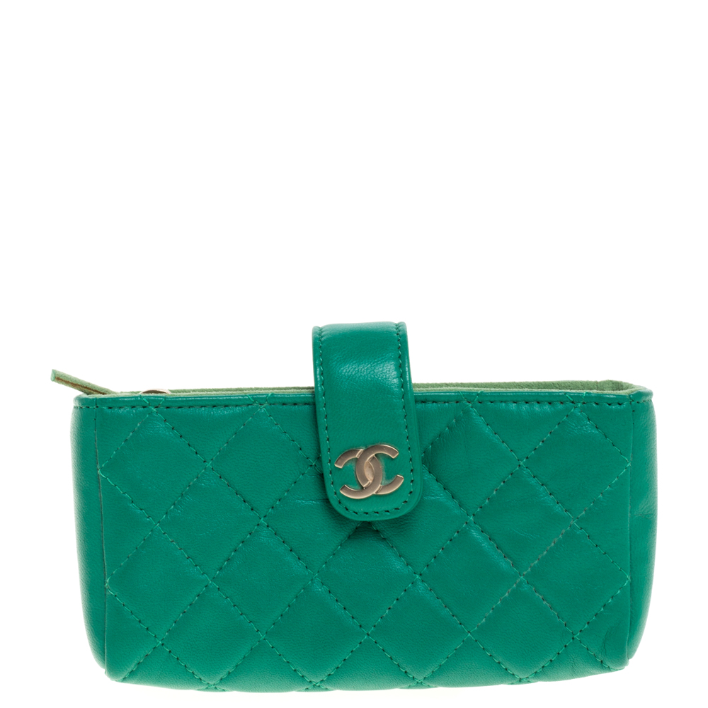 Pre-owned Chanel Green Quilted Leather Cc Phone Holder Pouch