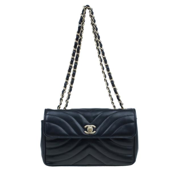 Buy Chanel Black Lambskin Chevron Flap Bag 3805 at best price  41f635f75