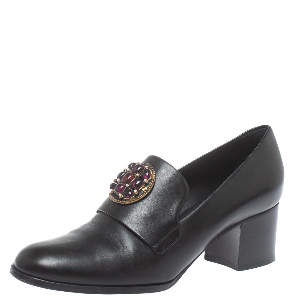 Pre-owned Chanel Black Leather Crystal Embellished Pumps Size 38.5