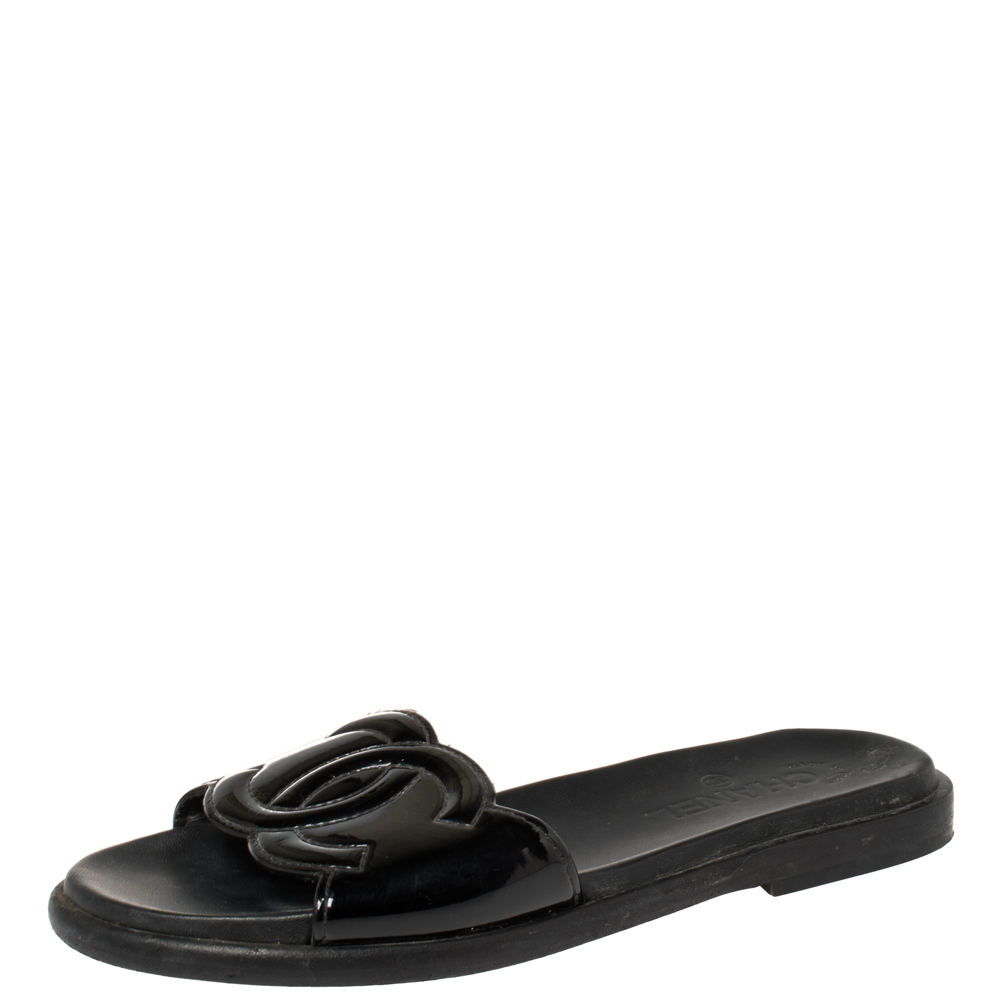 Pre-owned Chanel Black Patent Leather Cc Slide Flats Size 38