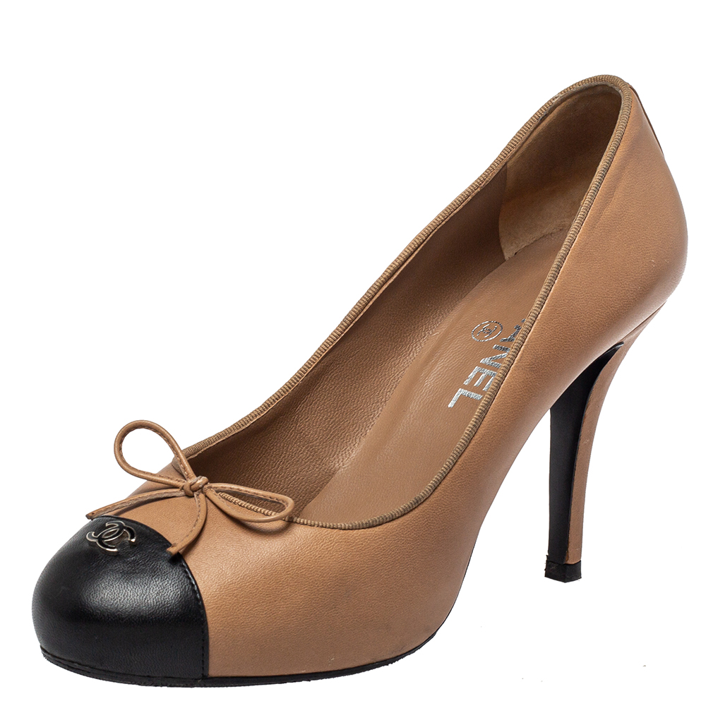 Pre-owned Chanel Black/beige Leather Cc Pumps Size 38.5